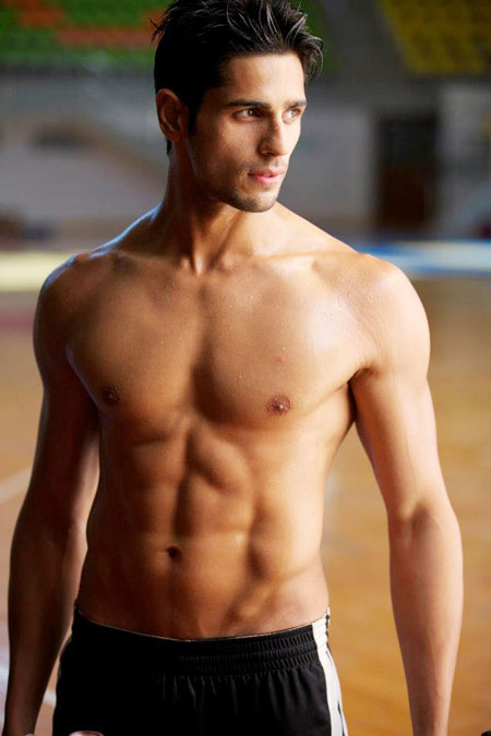 [Image: Sidharth-Malhotra-shirtless1.jpg]