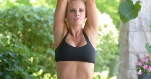 Jenny McCarthy Workout Routine and Diet Plan