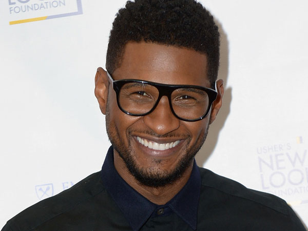 The 38-year old son of father Usher Raymond III and mother Jonnetta Patton, 174 cm tall Usher Raymond in 2017 photo