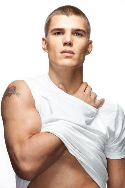 Chris Zylka body