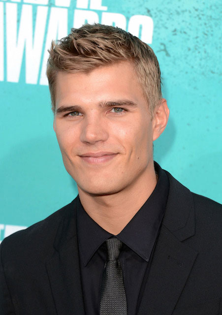 how to style widows peak hair chris zylka height weight statistics healthy 8092