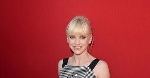Anna Faris height