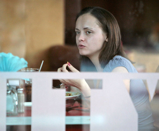 Christina Ricci eating food