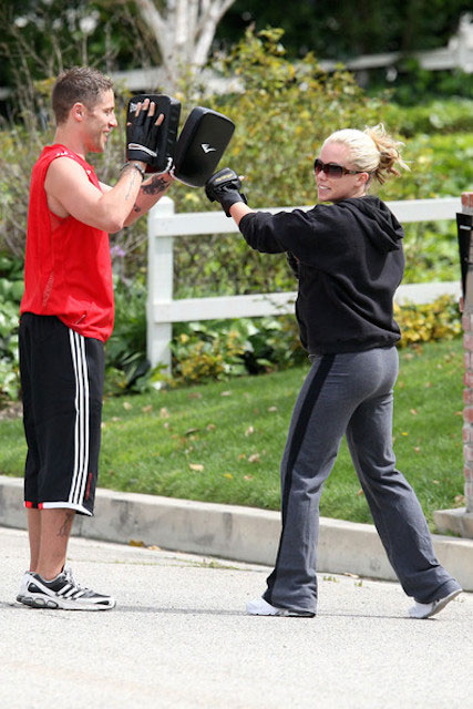 Kendra Wilkinson boxing workout with trainer