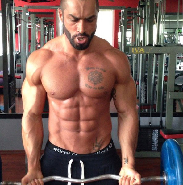 Lazar Angelov doing Biceps Curl