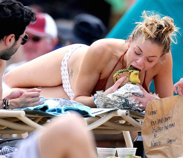 LeAnn Rimes eating a sandwich