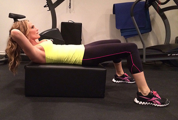 Molly Sims doing crunches