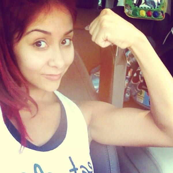 Snooki showing her arms