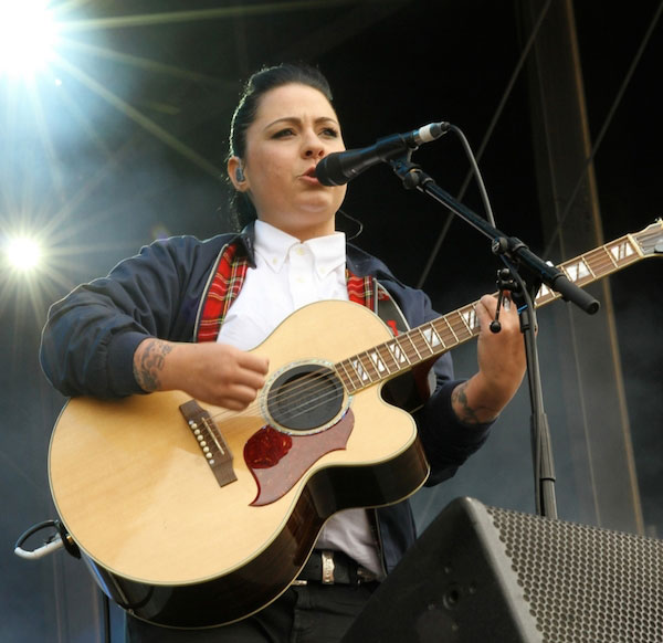 Lucy Spraggan performing using her guitar