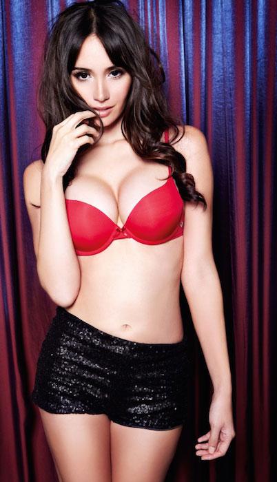 Sara Malakul Lane huge breasts