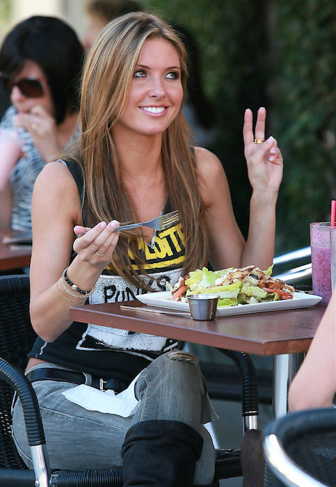 Audrina Patridge and Lo Bosworth eating at Fratelli Cafe.