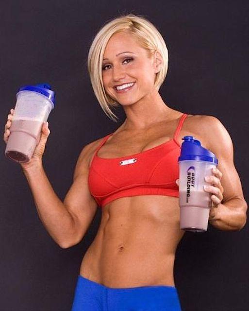 Jamie Eason with protein shakes.