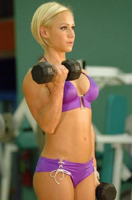 Jamie Eason working out her arms.