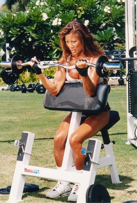 Kiana Tom biceps workout
