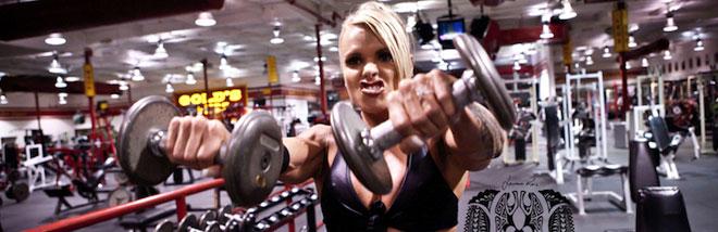 "Larissa Reis doing ""Front Raise"" exercise for shoulders."