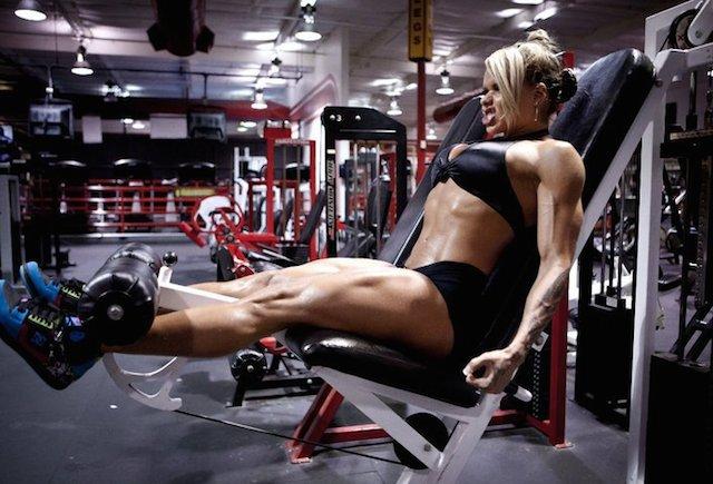 Larissa Reis leg workout