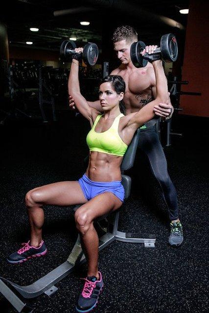 Rachel Nicole shoulders workout.
