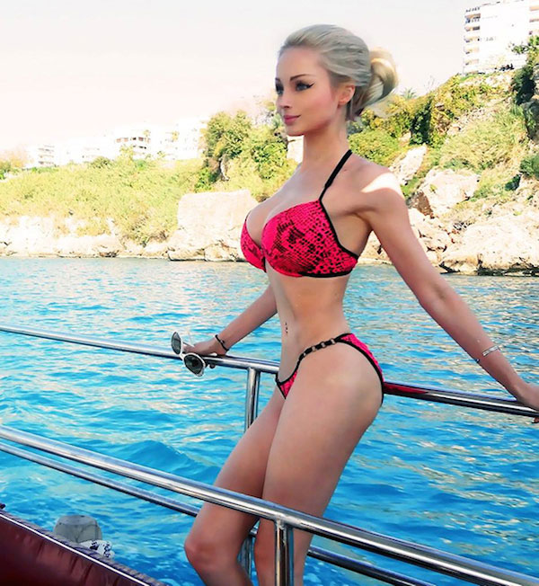 Valeria Lukyanova look-a-like of a barbie doll.