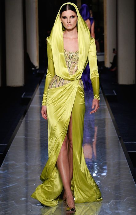 Ava Smith for Versace Atelier Haute Couture Spring / Summer 2014 Fashion Show.