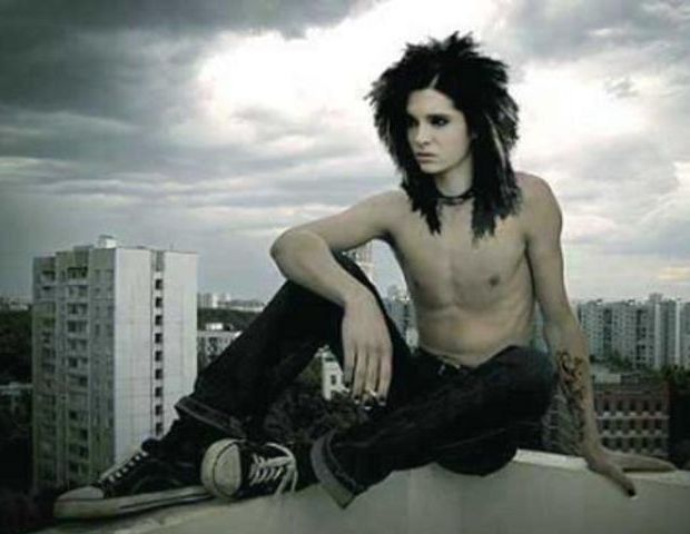 Bill Kaulitz shirtless