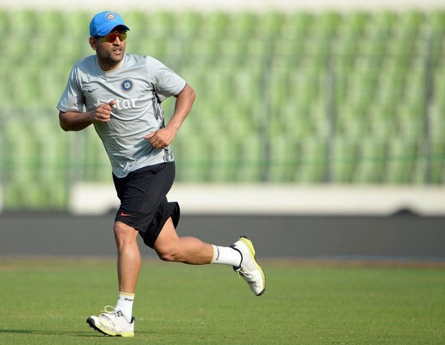MS Dhoni running