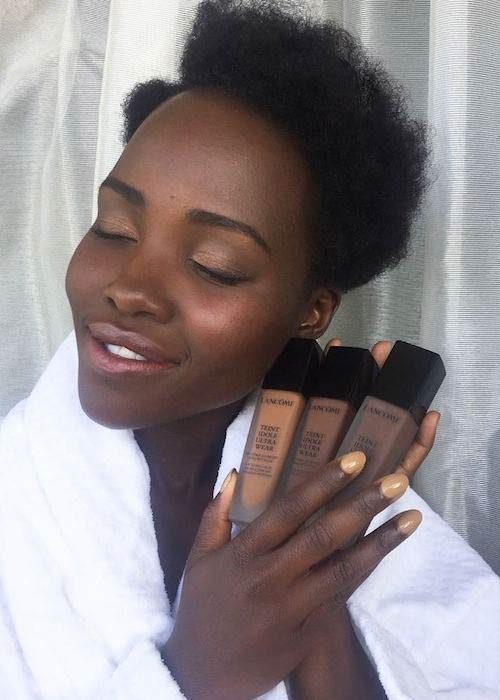 Lupita Nyong'o with her foundation getting ready for red carpet in December 2017