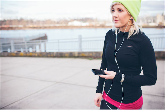 Ellie Goulding using a fitness app