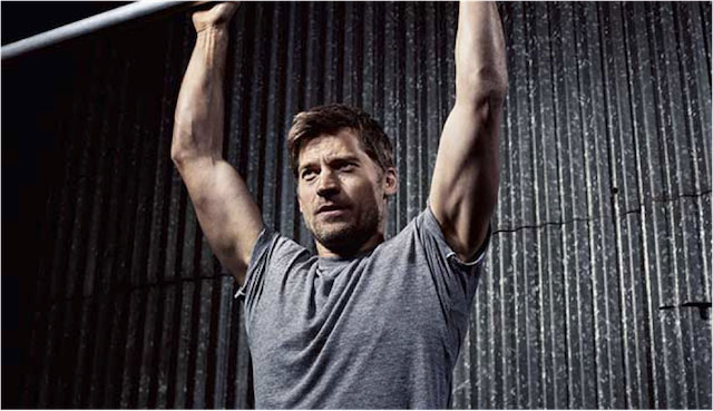 Nikolaj Coster–Waldau doing pull-ups