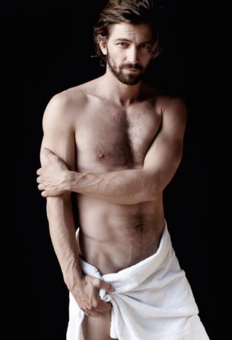 Michiel Huisman shirtless