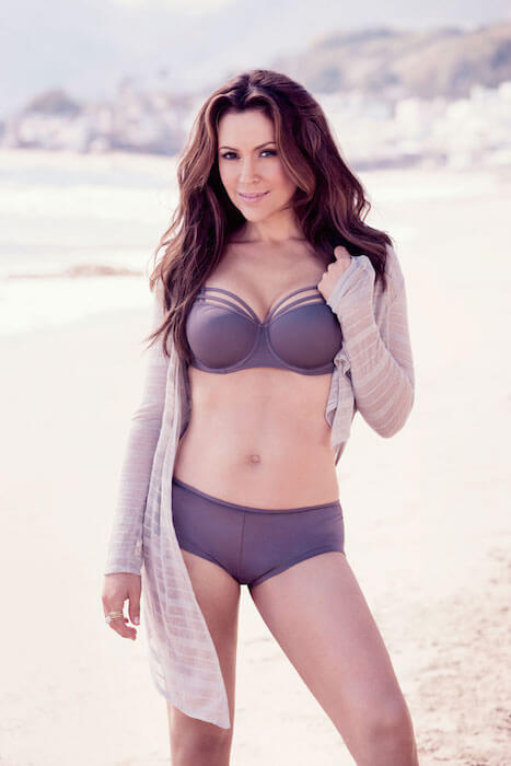 Alyssa Milano posing her voluptuous body