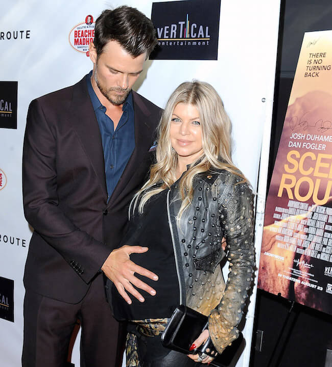 Josh Duhamel checking Fergie's baby bump