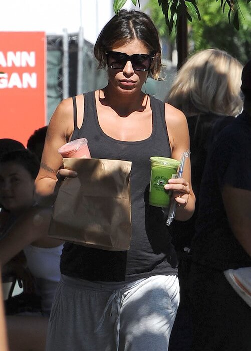 Elisabetta Canalis carrying healthy juice