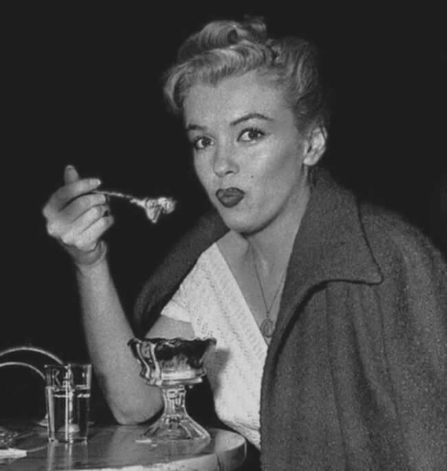 Marilyn Monroe eating her beloved ice-cream