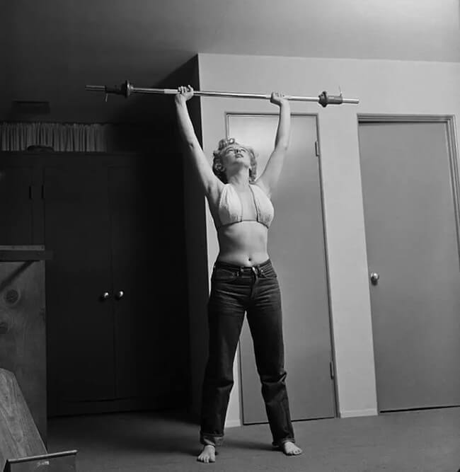 Marilyn Monroe doing military press with a bar