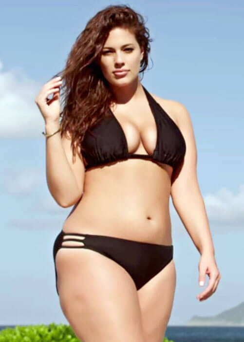 Ashley Graham posing for Sports Illustrated Swimsuit Issue 2015