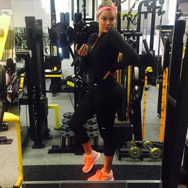 Khloe Kardashian gym selfie