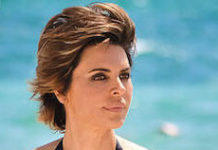 Lisa Rinna in bikini - Featured Image