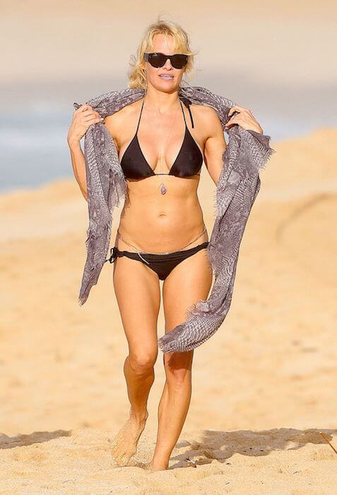 Pamela Anderson in black bikini in Hawaii in December 2014