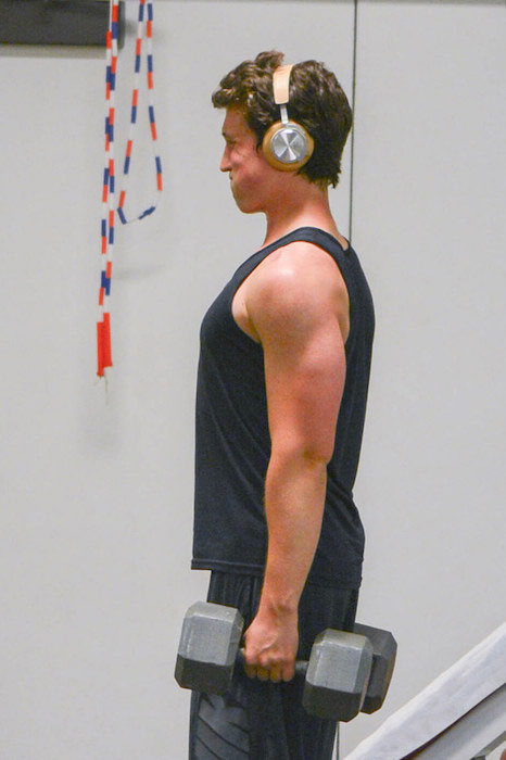 Miles Teller shoulder workout