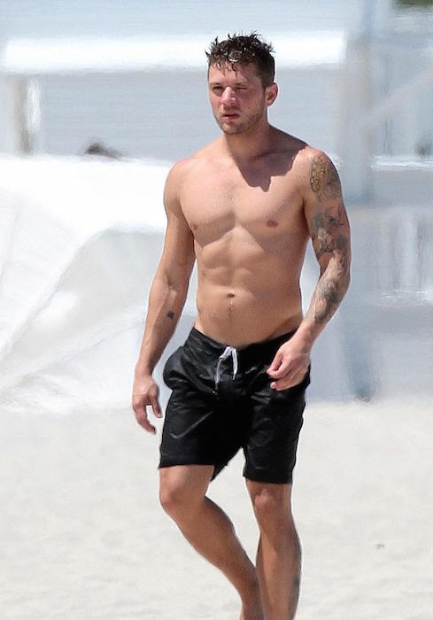 Ryan Phillippe shirtless