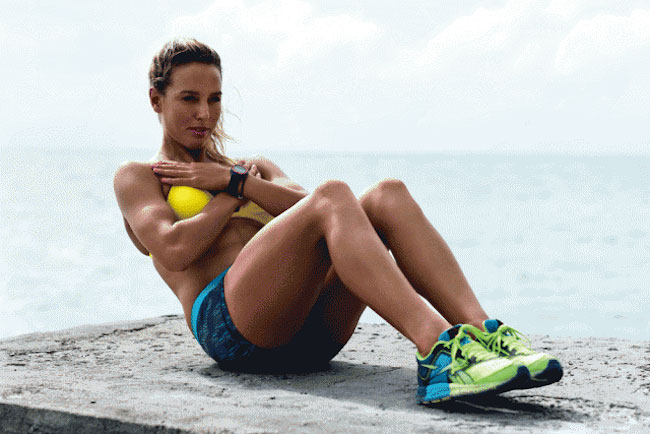 Sally Fitzgibbons doing core exercises