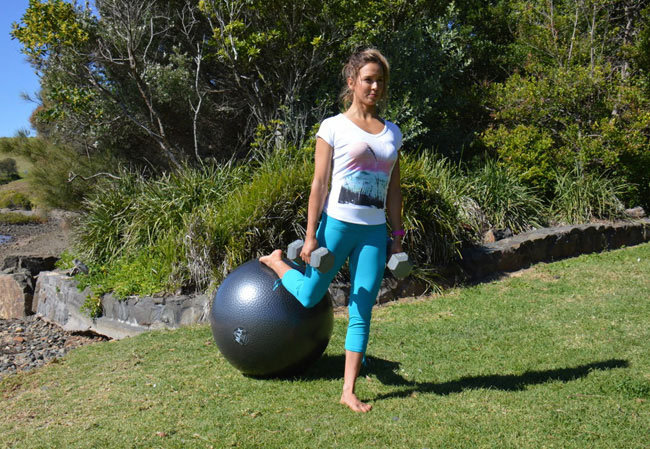 Sally Fitzgibbons workout using medicine ball and dumbbells
