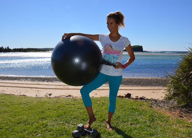 Sally Fitzgibbons workout with medicine ball