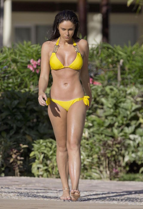 Vicky Pattison in a yellow bikini at a Mexican pool in May 2015
