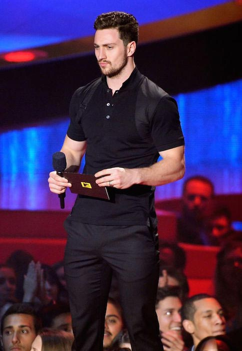 Aaron Taylor-Johnson presenting an award at the MTV Awards Ceremony in 2015