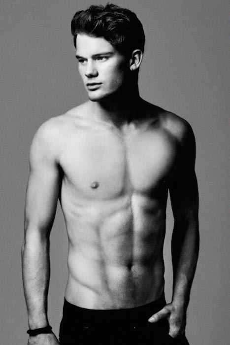 Jeremy Irvine shirtless body
