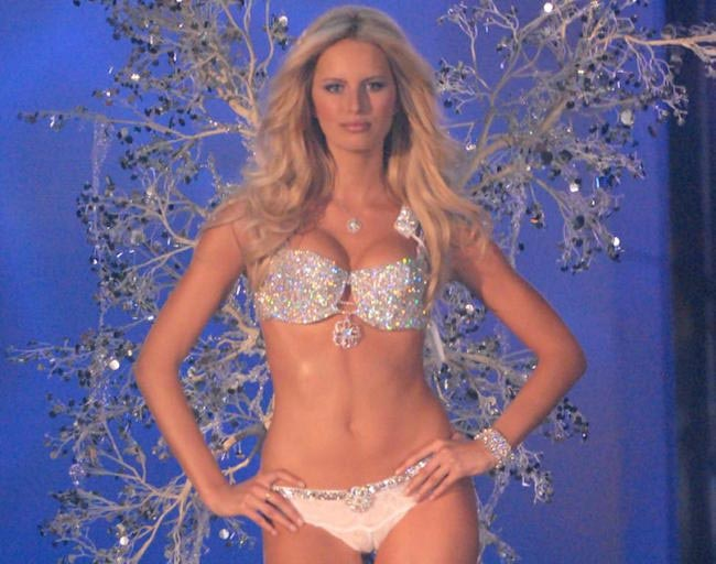 Karolina Kurkova during 2006 Victoria's Secret Show
