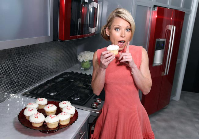 Kelly Ripa with cupcakes...we don't think she is having any cupcakes as a part of her new diet