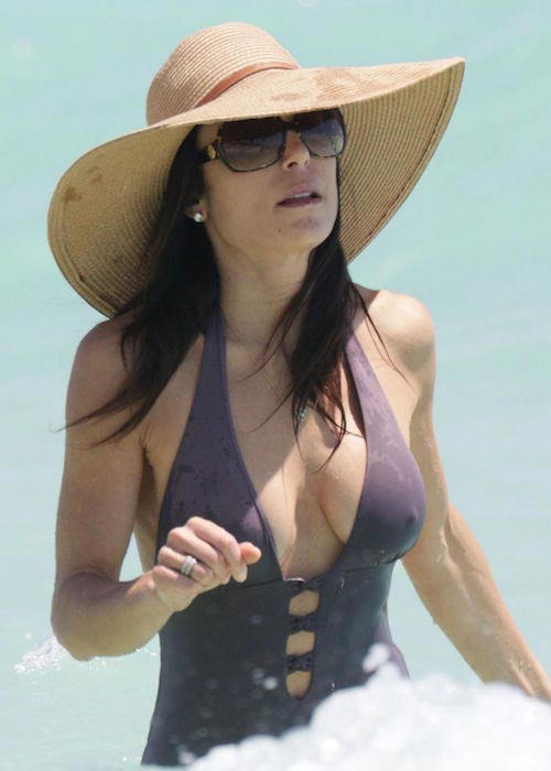 Bethenny Frankel in swimsuit at Miami Beach in April 2015