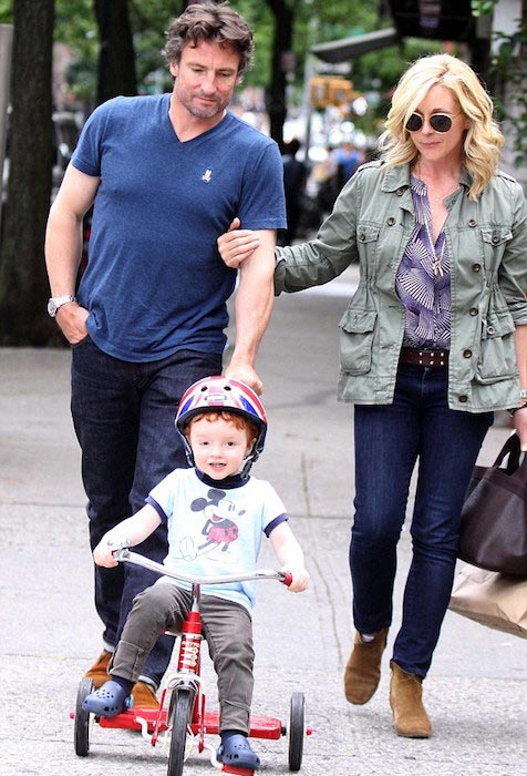 Jane Krakowski and Robert Godley roaming with their kid